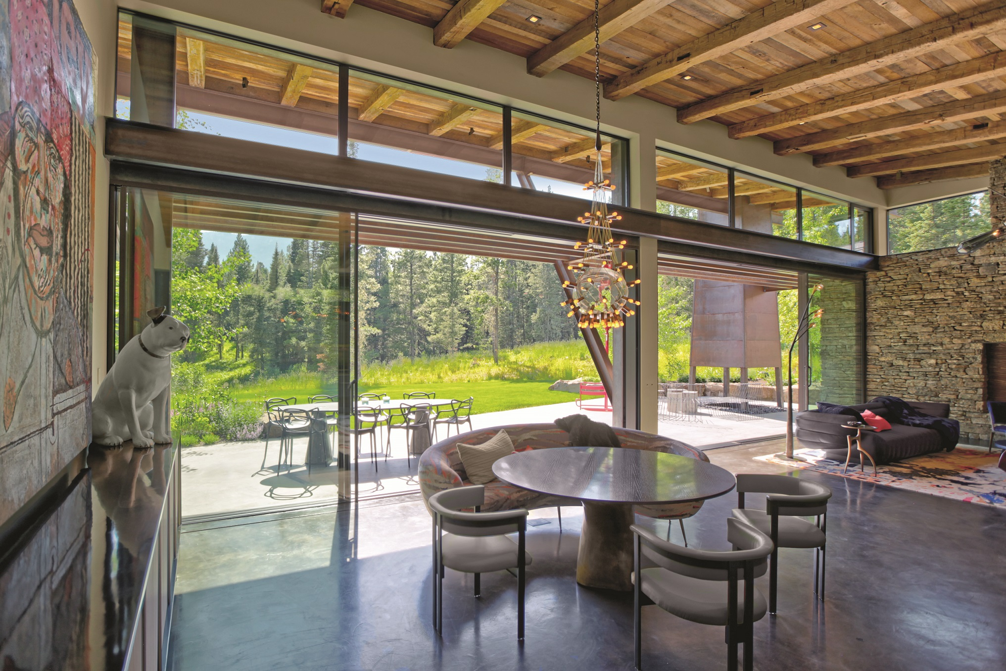 Flying Star Residence: A mountain retreat with contemporary
